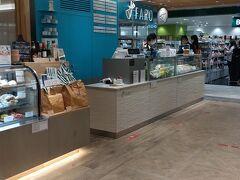 横浜高島屋 地下1階 ベーカリースクエア https://www.takashimaya.co.jp/yokohama/special/foodies_port/index.html おいしそうなパンがたくさん~~ 目移りしちゃうけど、買うものはバシッと一択。 こちらはもともとは肉厚(?)なサンドイッチやフルーツサンドが名物のお店のようです。 https://faro-caffe.to