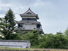 松本城。 松本来たので、見ておかねばということで。 黒い塗がきれいですね。 定期的にメンテナンスしているとテレビで言っていたと思います。