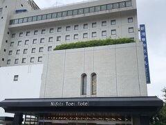 今回の旅で利用したホテル。新潟駅周辺は、狭い部屋しか見つからず、その中でもまだマシな広さのツインを利用しました。それでも少し狭かった。またこの時期、一階コンベンションホールは、新型コロナウィルスワクチン接種会場になっていました