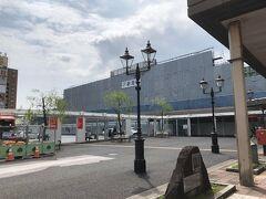 新潟駅へ。でもここも改装中だしお店も開店前でした