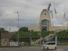 天草四郎ミュージアムを車窓見学。天草四郎像もちらっと見えた(工事中なのか移動していた)
