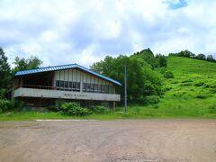 美唄国設スキー場は、昭和50年に東美唄町番町地区の炭鉱住宅街を壊して作ったスキー場だ。 このレストハウスは、沼東中学校の体育館を改築したもの。