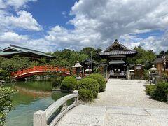 二条城近くの神泉苑へ。