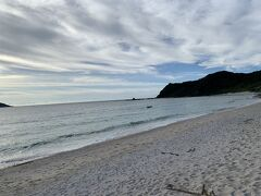 次は、崎原海岸 ここも人気がなくて良さげ、プライベートビーチのよう 無料のシャワーもあり サンセットがよく見えそう 3日目帰る前にここで泳ごうと決める