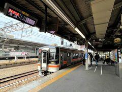 <名古屋駅>  名古屋駅でJR快速みえ7号に乗車♪ 名古屋駅11:37発⇒鳥羽駅13:22着  名古屋駅からは2日間有効の 「JR東海&16私鉄 乗り鉄☆たびきっぷ」を利用します!  ちなみに高速艇「津エアポートライン」で 津からJRで鳥羽というルートもありますが 減便中のため次は12時発。 もっと到着が遅くなるので止めました。
