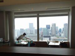 大江戸線・新御徒町駅から、乗り換えなしで築地の病院へ。今回も感謝の、変化なしという結果でした。  ご褒美は毎度おなじみ、最上階のレストランでランチにしました。少しお高めだけど、おいしいし、都会の風景を眺めながらのご飯は特別感があります。