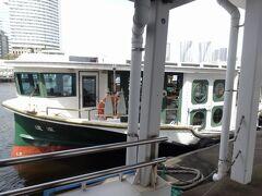 ちょっとレトロなイメージの水上バス「道灌」に乗船です。