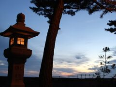 古き良き旅館街って感じの石灯篭