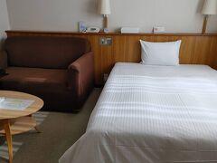 宿は、リーズナブルで部屋の広い「ホテル バード・イン」