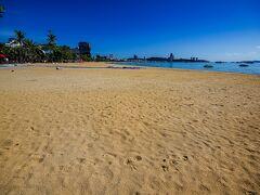 パタヤビーチに到着。 日曜の15時半だと言うのに、予想通りほとんど人がいない