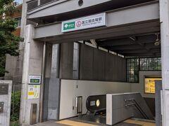 地下鉄の国立競技場駅に来ました。 案内の方曰く、 信濃町から千駄ヶ谷駅へ行くにはここで地下に入ったほうが楽なんだそうです。