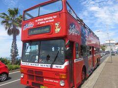 2階建てのオープントップバス。ボンダイエクスプローラー。 観光用の周遊バスで1日券、2日券などで乗り降り自由です。