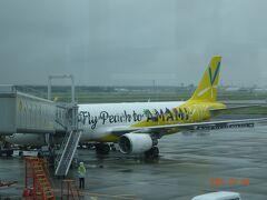 新千歳空港に着陸した機体ですがLCCの為、駐機場所が一番端の遠い場所でした