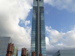 1989年開催のアジア太平洋博覧会(よかトピア)のモニュメントとして建設されて、高さは234mです。