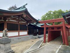 場内に神社があります。