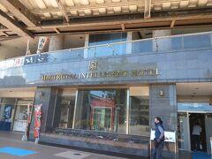 駅前のホテルにチェックイン、ビジネスホテルだが部屋も広くなかなか快適、朝食は無料だがおにぎり中心のメニューはちと淋しい、東萩駅隣、まぁーるバス停もあり便利