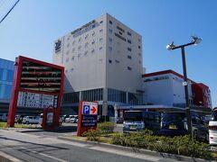 日本で八丁味噌を作っているのは、まるやとカクキューだけ。 県民なのに知らないことも多く、勉強になりお土産ももらえて大満足!  岡崎から1時間で、豊川コロナワールド内のホテル「キャッスルイン豊川」へ。