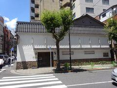 「東京軍鶏」の「玉ひで」(宝暦10年(1760年)創業) (軍鶏(しゃも)は闘鶏用・鑑賞用の鶏の一品種です。)