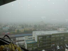 2021年7月11日 曇り 【7月11日の歩行数  14864歩】  10階の朝食会場から見た釧路の街は深い霧に包まれていました。  天気予報ではお昼頃まで雨が降る感じだそうです。 今は雨は降っていませんが地面は濡れているので昨夜は雨が降ったのかな?