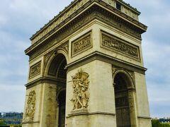 『凱旋門』またの名を『エトワール凱旋門』 ナポレオンが建設を命じた事でも有名 フランスの強さの象徴として建設
