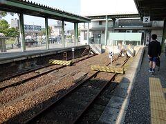 終点伊万里に到着。 昔はこの先の線路とつながっていたのですが、松浦鉄道開業と同時に途切れてしまいました。