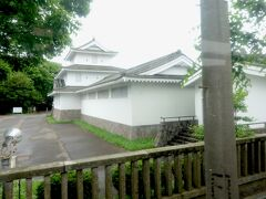 お城のような鳥取百年館。 この辺りは明治17年に鳥取からの集団移住者が開拓したらしいです。 士族移住者の故郷の鳥取城の形で作った建物らしいです。  この裏には鳥取神社があるそうです。 ホームページには女大相撲開催ということも書かれていました。
