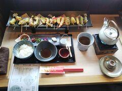 土瓶蒸しの出汁も最高に美味しかったです。お漬物も美味しい(*´▽`*) ご飯と土瓶の出汁は、お代わり自由だったので、最後はしっかりお茶漬けにしていただきました。