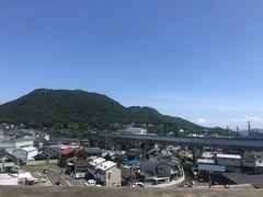 福島駅から山形新幹線へ入り、向こうの東北新幹線とお別れ。