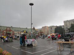 ヒエタラハティマーケットに着いた途端の雷雨!!
