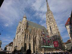 オペラ座からケルントナー通りを進むと、 シュテファン大聖堂がありますよー! ウィーンのシンボルですね。