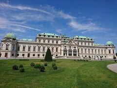 午後はベルヴェデーレ宮殿に~! 美しい庭園と宮殿にうっとりー。 王宮の先の大通から、タクシーで5~6分ぐらいで行けますよ。
