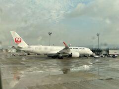 出発して隣には、A350-900が駐機中。