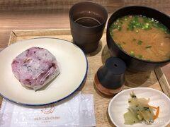 お昼過ぎには仙台を出なくてはいけなかったのですが もうおなか一杯(笑) ランチは仙台駅 のダテ カフェ オーダーさんでサクッと おにぎりと仙台芋煮込み。  2泊してるのに駆け足になりましたが楽しかったです。