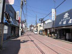 飯能駅から銀座通りへ入り、登山道を目指します。