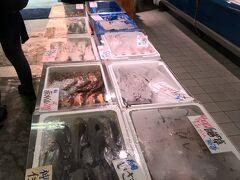 商店街途中に出来た魚屋 ここ流行ってて ちょっと拘りの魚屋