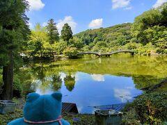 薬師池公園ついたじぇー。梅雨明けして青空と雲が池に映えてキレイだじぇ
