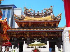 関帝廟にも立ち寄って。  しかし良い天気だ。