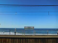 駅に戻って来ました。青空と海を独り占めです!