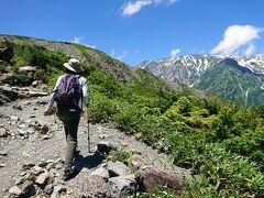 さぁここから、いよいよ山道を登ります。
