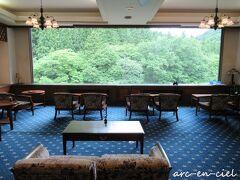 食後は、ラウンジでコーヒーサービスがあります。