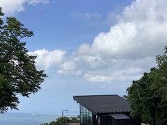 ゴンドラで上に行くと見晴台が3,4つあるので行ってみたけど、やっぱり駒ケ岳&大沼方面の景色をずっと見ていたい。レストランでアイスコーヒーを注文して、次の大沼公園駅に戻るシャトルバスの時間まで過ごした。