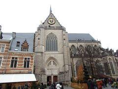 市庁舎向かいの聖ペテロ教会