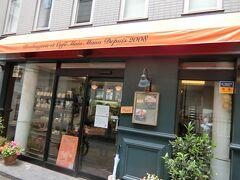 駅のすぐ近くにあるパン屋さん。 ブーランジェリーカフェマンマーノ。  カフェも併設されているので、おいしいパンをカフェでいただける。 今度はここでランチしたい。