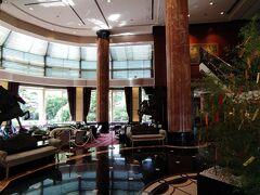 ウェスティンホテル東京では、夏限定パフェとして「サマープレミアムパフェ」が登場したということで、さっそく予約を入れさせていただきました。