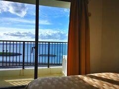 ってことで、那覇空港着いたらそそくさとレンタカー借りて、那覇ビーチサイドホテルへチェックイン。 海側取ったので景色最高~。
