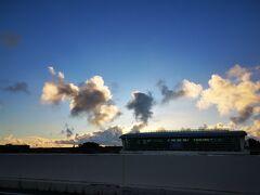 で、いきなり最終日。 帰りの便もどうしてもSKY SUITEⅢが取りたかったので、営業開始のAM6:00に那覇空港に来るという執念。 おかげで見事にクラスJ窓側取れた。