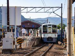 バスで河原に戻ると 秩父鉄道の列車きてました。  パチリ。