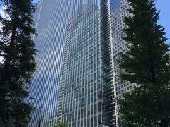 東京・大手町『Four Seasons Hotel Tokyo at Otemachi』  2020年9月1日にオープンした『フォーシーズンズホテル東京大手町』の 外観の写真。  2020年6月17日に開業した大型複合施設『Otemachi Oneタワー』の 34~39階に位置します。  ちなみに、『Otemachi Oneタワー』はA棟(三井物産ビル〔31階〕)と B棟(Otemachi Oneタワー〔40階〕)の2棟で構成される 『Otemachi One』のうちの超高層ビル(B棟)の方です。  <アクセス> 「大手町」駅のC4,C5出口より地下通路で直結しており、 丸ノ内線・東西線・千代田線・半蔵門線・都営地下鉄三田線の ご利用に大変便利です。  https://www.fourseasons.com/jp/otemachi/