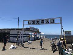 海水浴場のメインゲート。