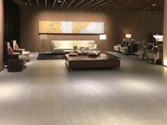 函館国際ホテルにチェックイン。 入口を入ったらこんな広々とした空間。